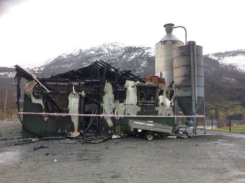 Kyllingklekkeriet som ble rammet av brann i natt.