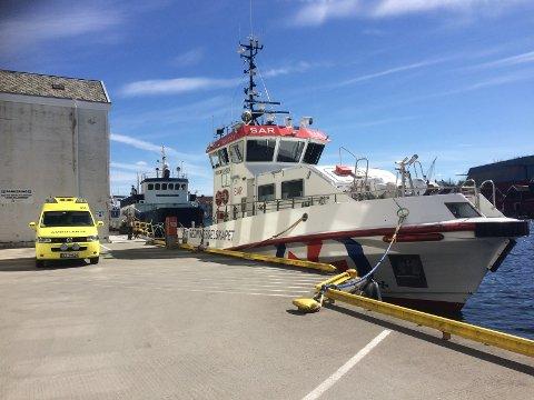 Redningsskøyta «Bergen Kreds» fraktet to personer til land i Haugesund.