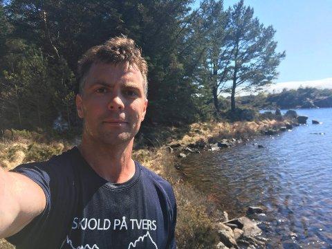 ROSSAVATN: Snorre Nilsen Eikeland på en av sine mange løpeturer. Målet var å løpe 422 kilomter på en knapp måned. Det ble mer.