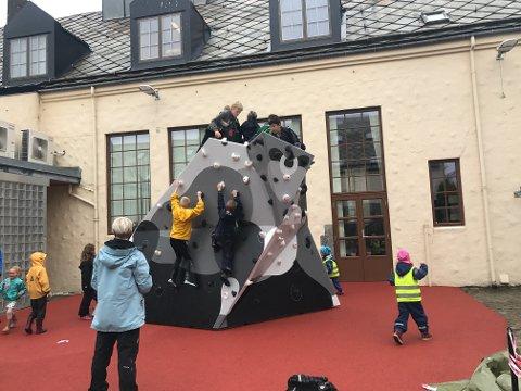 FERDINAND 2: Oksen har fått navnet Ferdinand 2. Under selve skulpturen er det et tilpasset fallunderlag. Foto: Stine Helgesen-Eide