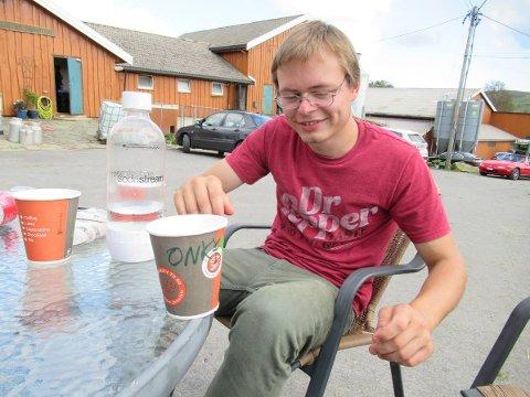 Familien til Ommund Veim Eikje har distribuert dette bildet av 22-åringen som nå er funnet død i Frankrike.