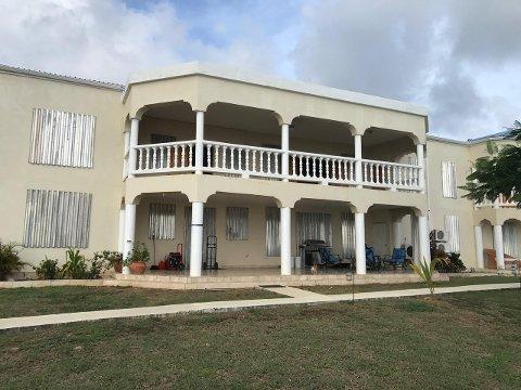 Familiens hus er av betong og er derfor et trygt sted å være i orkan, ifølge Widvey.