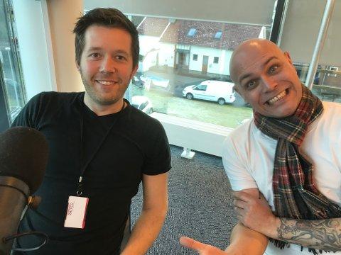 SAMARBEIDER: Håkon Andre Waage og Helge Handeland i 102-studio.