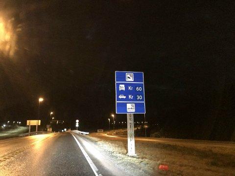 En fører fra Haugesund mistet lappen og må i fengsel etter altfor stor fart inne i Karmøytunnelen.