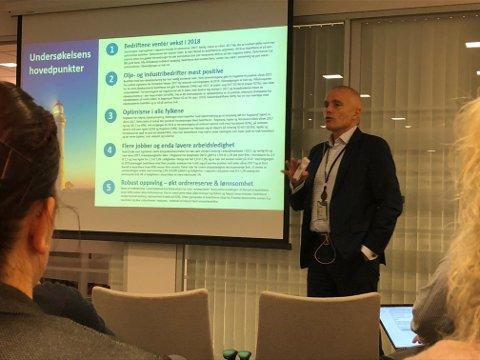Runar Skarstein legger fram konjunkturbarometeret for 2018.