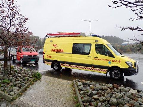 TO DYKKERLAG: Dykkere fra brannvesenet har funnet båten, men gir seg på grunn sikkerheten.