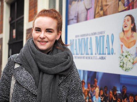 MAMMA MIA: Thea-Ellida Eike (23) er en del av gjengen som gleder Mamma Mia-glade publikummere kveld etter kveld i London.