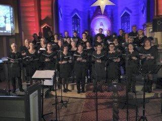SCALA: Karmøy-koret Scala opptrer i Rossabø kirke lørdag, og Torvastad kirke søndag.