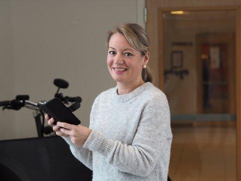 DELER: Sykepleier  Kristine Sivertsen la frem forslaget om å opprette en Instagram-konto for Sveio omsorgssenter. Målet er å gi potensielle nye kollegaer et innblikk i sykehjemshverdagen - som er alt annet enn kjedelig.
