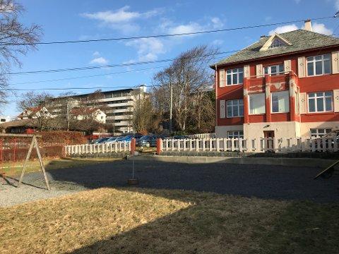 Villiaen til Blå Kors sett fra vest. Leilighetsbygget er planlagt inntil villaens nordvegg.