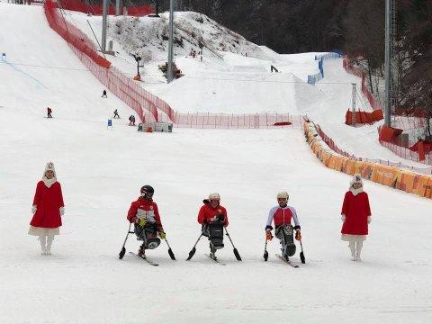 I SENTRUM: Jesper Saltvik Pedersen (i midten) etter onsdagens offisielle utfortrening.