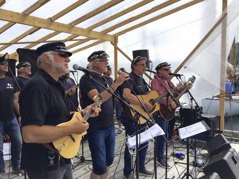 SLOGMÅKANE: Sjantikoret fra Karmøy gir en gratiskonsert i Kopervik lørdag.
