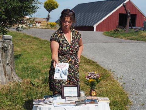 GRATIS BØKER: Nina Lill Veste har lagt ut gratis bøker i Kvalsvikveien.