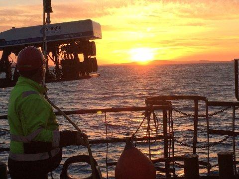 KABEL: 42.000 meter kabel legges ut i Boknafjorden.