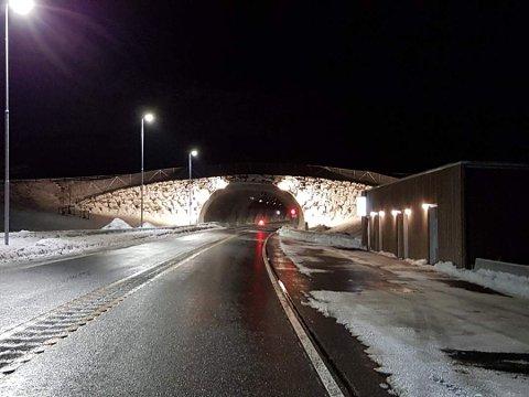ÅPNET: Nesten én mil ny europavei i fjellet. Torsdag 19. desember åpnet Mælefjelltunnelen.