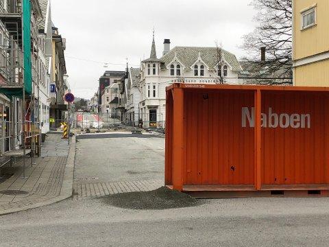 Her i Strandgata/Skjoldavegen ved Bytunet har det vært stengt en god stund. Noe som blant annet har medført endring i bussruter i sentrum.