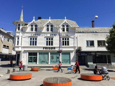 ØVELSE: Politistudenter øver i Haugesund sentrum onsdag på dagtid. Blant annet vil det øves på Bytunet.