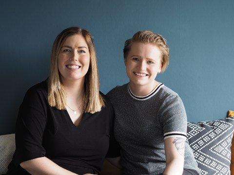 LYKKE: Katarina Haaland Olsen (32) og Embla Ósk Pétursdóttir (21) er nyforlovede og gleder seg stort over å bli foreldre til ei lita jente i november.