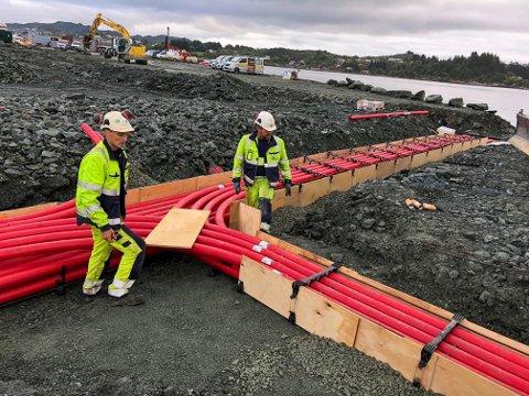TILRETTELEGGER: Det blir lagt ned mange kilometer med kabler når kaiområdet på Husøy utvides.