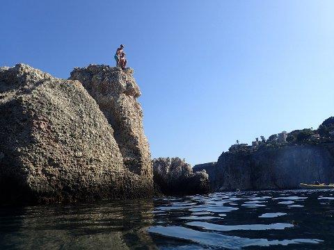Gøy å hoppe! Men husk å sjekke dybden først.