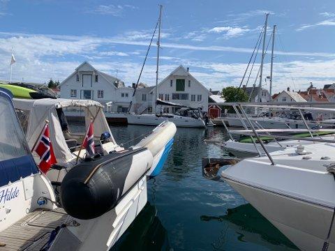 Mange båter på plass i Skudeneshavn i disse dager.