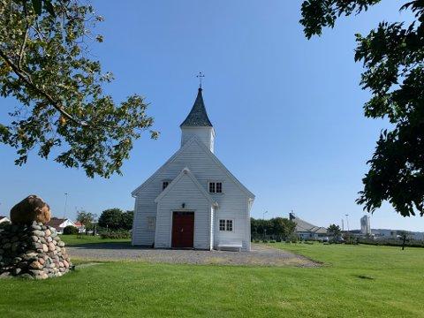 Den snart 200 år gamle kirka på Åkra har behov for omfattende rehabilitering.