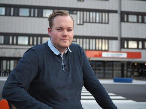 VARSLER: Sykepleier Morten Vestvik på Haugesund sjukehus har varslet flere av Karmøys ordførerkandidater om kritikkverdige forhold når det kommer til overliggerdøgn og utskrivingsklare pasienter.