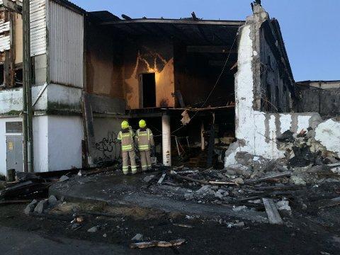 STORE ØDELEGGELSER: Brannvesenet fikk ros av huseier i etterkant av brannen.