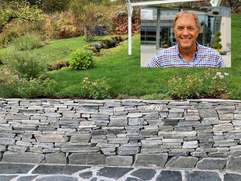 HAR IKKE FÅTT VARER: Gunnar Bakke (60) er blant dem som har bestilt stein fra Steinsenteret. Leveransen har han aldri mottatt, nå har han fått levert stein fra en annen aktør.