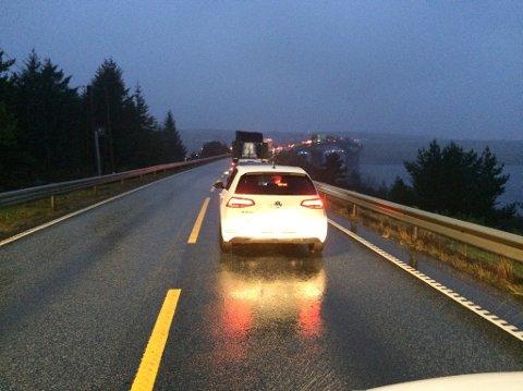 KØ: Slik så det ut mot broen over til Ognøy fra Austre Bokn etter frontkollisjonen.