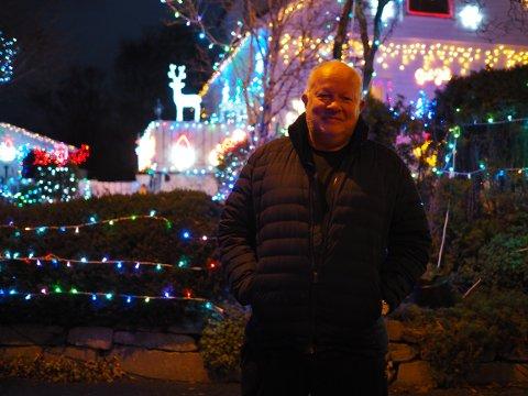 JULEPYNTER: For hvert år øker det på med lys og nisser hos Lars Falkeid.