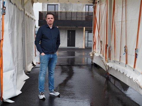 FORBEREDT: – Er det en smittesituasjon i samfunnet over lang tid, øker sjansen for at vi får importsmitte, sier smittevernlege Martin Eikrem i Karmøy kommune. Han sier vi må være forberedt på at smittesituasjonen på Haugalandet plutselig kan endre seg.