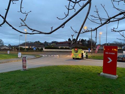 KVALA: Onsdag morgen kolliderte en motorsykkel med en lastebil ved Kvalasenteret i Haugesund.