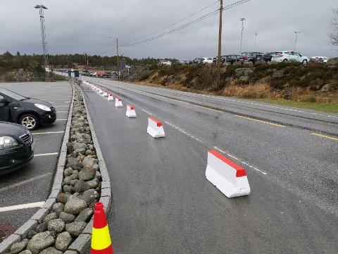 SLIK SER DET UT NÅ: Nå er det slutt på at biler stopper opp i dette feltet før de skal inn til flyplassen.