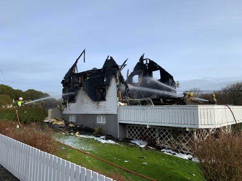 LITE IGJEN: Det er ikke mye igjen av huset i Austre Karmøyveg.