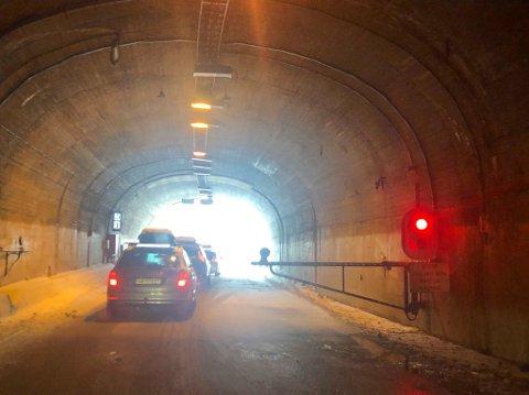 KOLONNE: Søndag formiddag er det kolonnekjøring på E 134 Haukelifjell på grunn av uvær. - Veien kan bli stengt på kort varsel, er meldingen fra Vegtrafikksentralen.