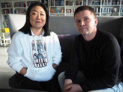 STÅR SAMMEN: Marita Amland, som mistet sin sønn i mars i fjor, og Roald Alsaker.