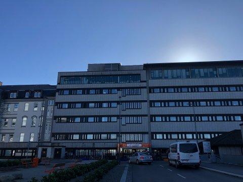 IKKE PÅ JOBB: Flere ansatte knyttet til Helse Fonna er satt i karantene.