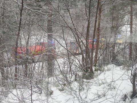 NØDETATER: Brannvesenet og ambulanse på stedet.