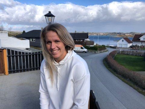 TILBAKE VED KARMSUNDET: Elise Thorsnes trives ved sjøen - og i Avaldsnes. Foreløpig må hun nøye seg med mye innetid på Veldetun.