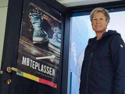 HOLDER KONTAKT MED UNGDOMMENE: Daglig leder ved Møteplassen, Anne-Therese Buer.