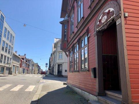 IMI: Det er planer om renovering av byggene og ombygging til leiligheter i i det gamle IMI-hotellet i Strandgata 192/Møllervegen 11.  Det er 150 meter bort til Bytunet, men det er for langt til å tilfredsstille krav om lekeplass.