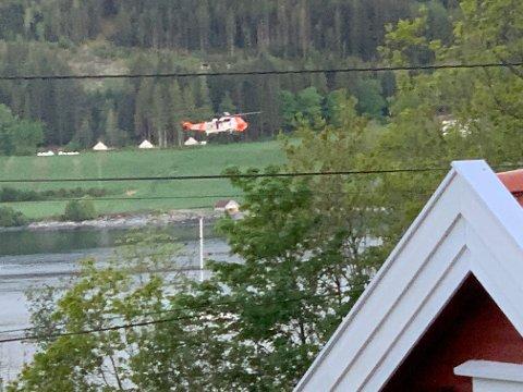 REDNINGSHELIKOPTER: Dette bildet tok Rolf Rustad fra stuevinduet i hytta ved landbruksskolen.