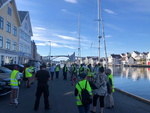 MOTSTAND: Vindmotstanderne i Tysvær var på plass på Indre kai fredag morgen.