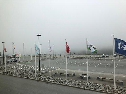 TETT TÅKE: Det er ikke gode flyforhold på Karmøy i morgentimene onsdag.