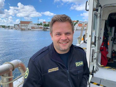 """SKIPPEREN: - Ikke alle passer å ha båt og bør heller bli landkrabbe og skaffe seg campingvogn, mener skipper om bord i  RS """"Bergen Kreds III"""", Vidar Johannessen."""