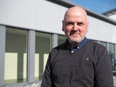 SØKER EGEN ARVTAKER: Ove Sjursen har gått fra stillingen som søkneprest i Veavågen kirke, til prost i Karmøy.