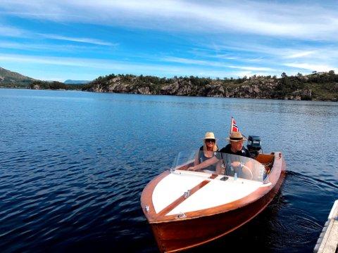 TILBAKE: Marianne og Nils Sørhaug tester båten sin 15 år etter de solgte den