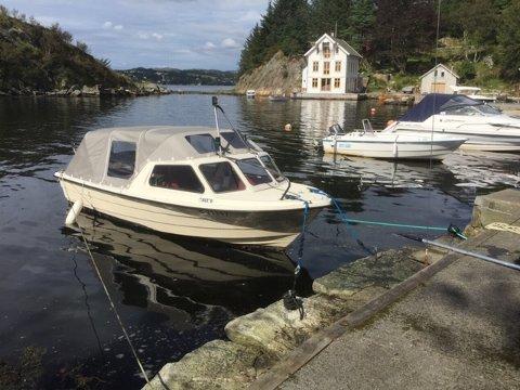 STJÅLET: Denne båten er strålet fra Førresfjorden.