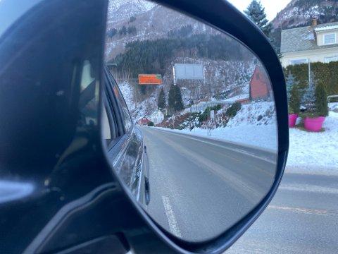 Riksveg 13 fra Odda sentrum og sørover skal være fri for is og snø, men i kalde perioder og ved snøfall kan vegbanen ha et hardt og jevnt snø - og isdekke.